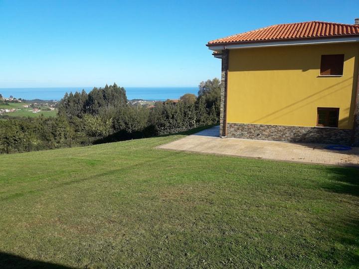 CUDILLERO. Vista mar, al lado de las playas