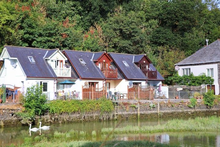 Waterside cottage near Padstow. Pet friendly.