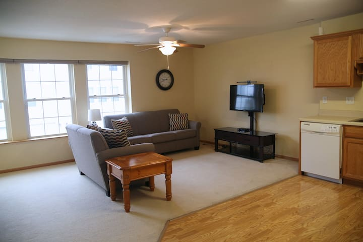 2 BR Townhome close to family fun! - Altoona - Hus