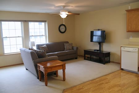 2 BR Townhome close to family fun! - Altoona - House