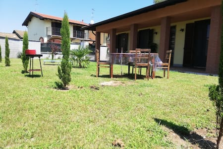 Villa indipendente, vicino a Vigevano e Milano