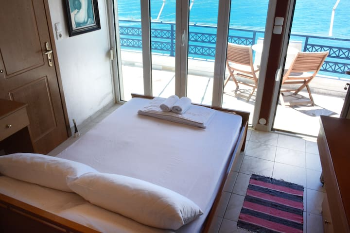 Paradise 4 Adults (Sea View)