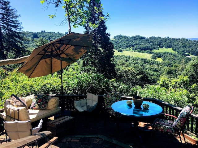 Healdsburg Hideaway minutes from Town Square