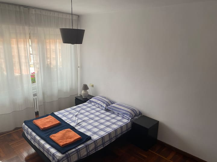 Bright and spacious room, next Historical Center