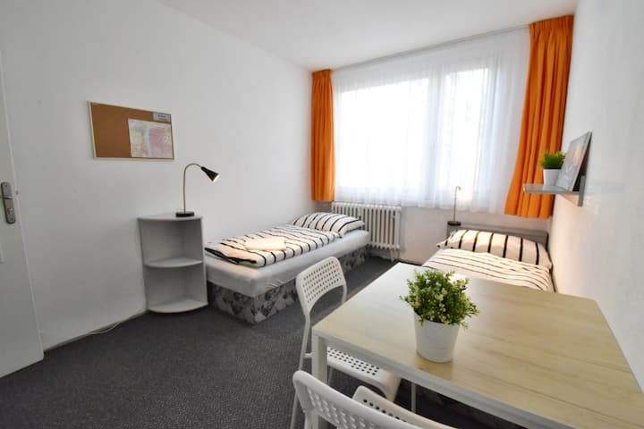 Cosy accommodation (5 mins to Old Town by metro)