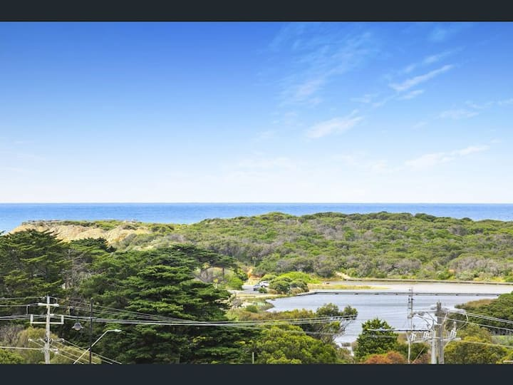 Torquay Point Townhouse  Panoramic Ocean Views