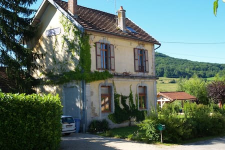 Nedlagt banegård i Saint Lothain, Jura - Saint-Lothain - Haus