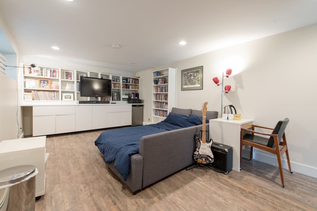 Sleeps two, with desk, mini fridge, TV, wifi, a kettle and free coffee or tea.