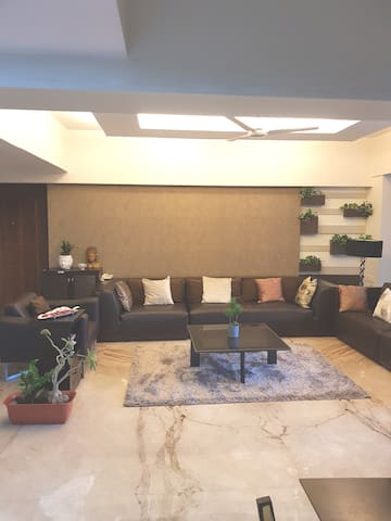 Luxry Room-Quiet Lane in heart of BANDRA West-4