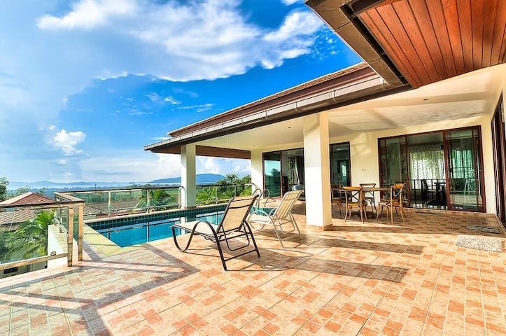 Paranomic Sea View Luxuary Pool Villa 2 at Chalong
