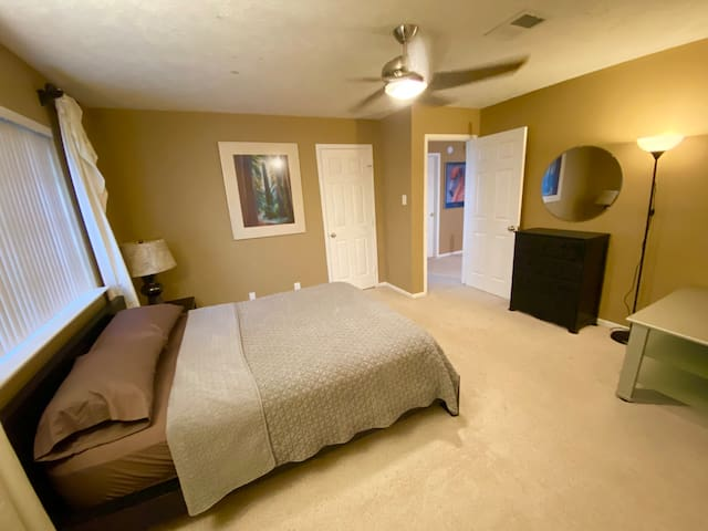 4th bedroom with a Queen size bed upstairs.