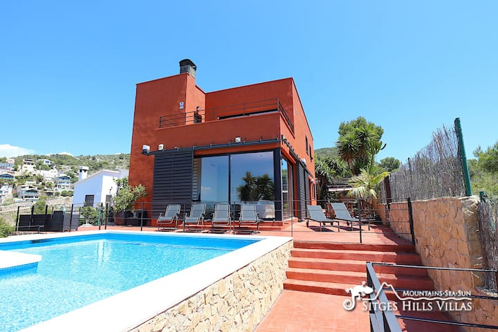 Beautiful Villa Gala with Sea Views, A/C in Sitges
