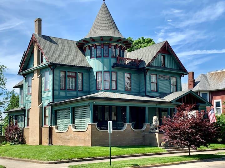 Charles Davis Mansion - An Executive Experience
