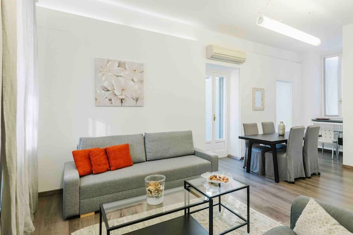 CENTER: DUOMO Luxury Apartment