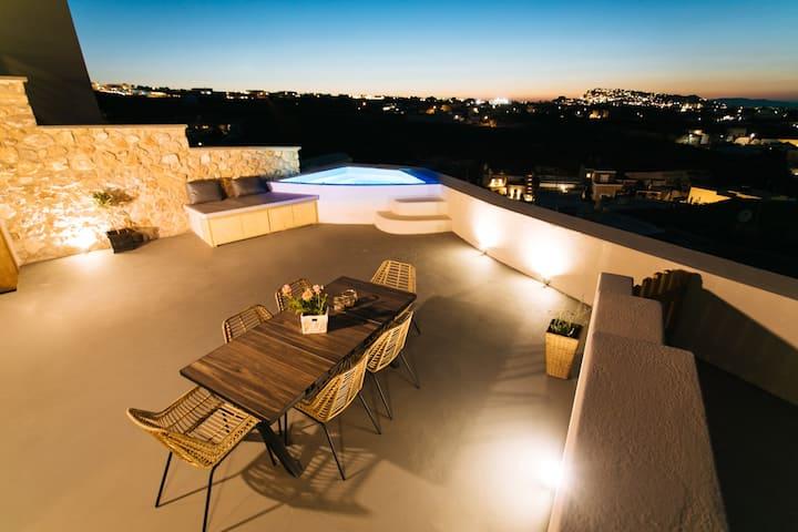 Amer Villa Santorini with outdoor hot tub