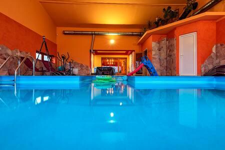 Aqua wellness villa
