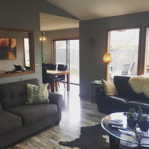 Great comfy house with enclosed yard and hot tub