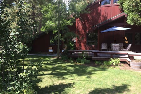 Lakeside Tahoe City House with HOA  Private Beach