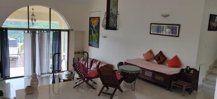 Private Room 4, Garden View at Bungalow, Panchgani