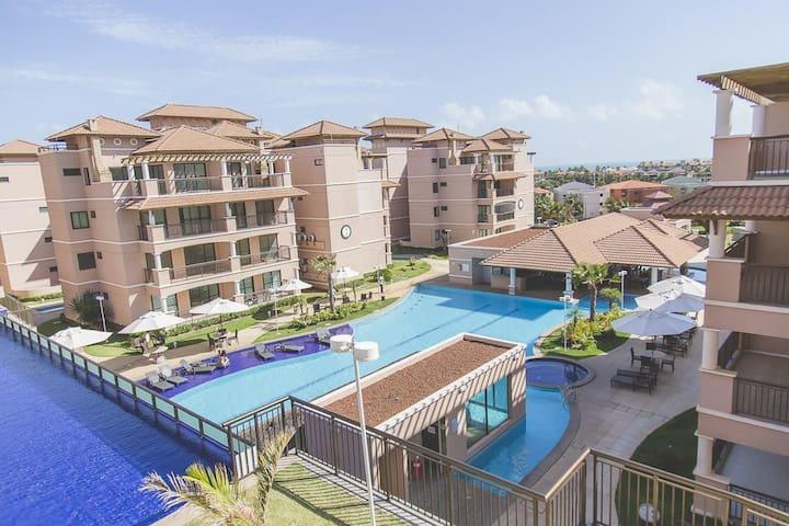 Primeiro pavimento: piscina principal, sauna, restaurante e bar molhado / First pavement view: main pool, steam room, restaurant & wet bar