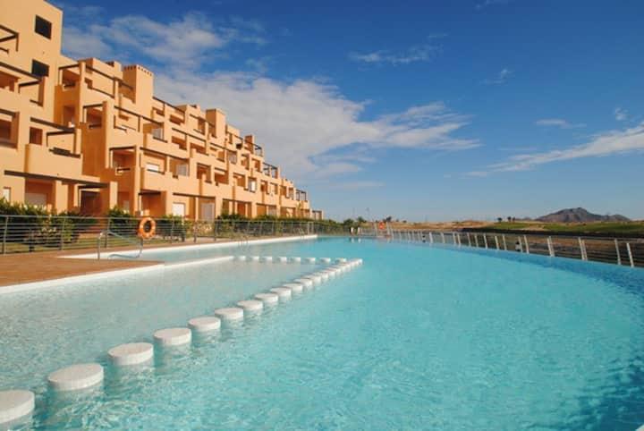 appartement dans golf avec piscine
