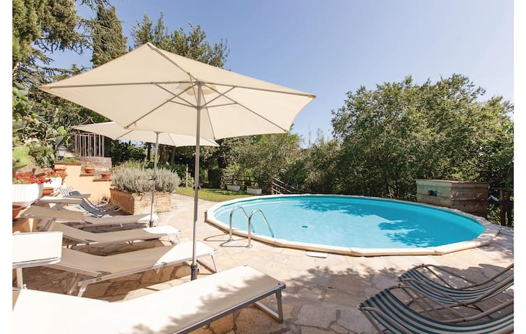 Holiday cottage with 6 bedrooms on 250m² in Crespina PI