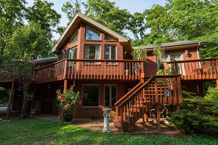 Beautiful home on 10 wooded acres 2800 sq. ft. - Franklin - Casa