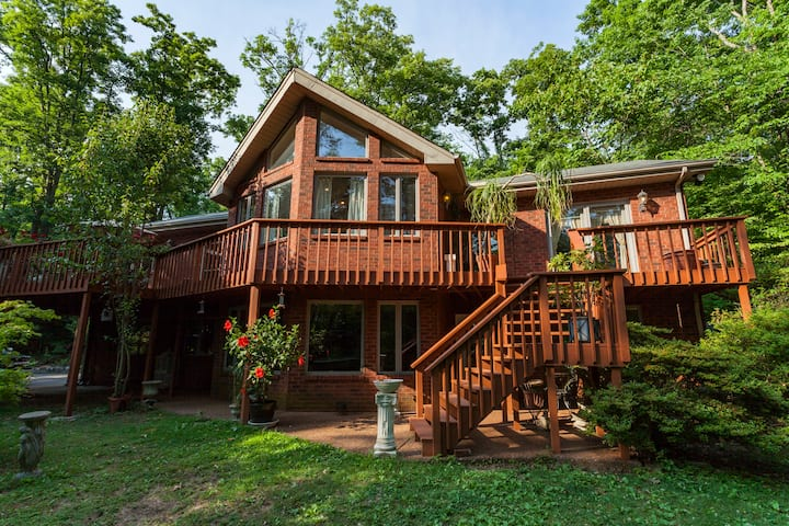 Beautiful private home on 10 wooded acres 2800sft.