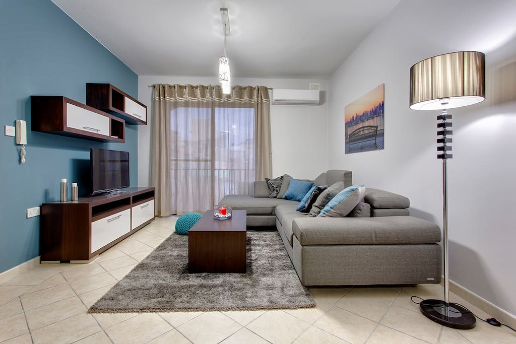 Living Area with LCD TV and FREE WiFi