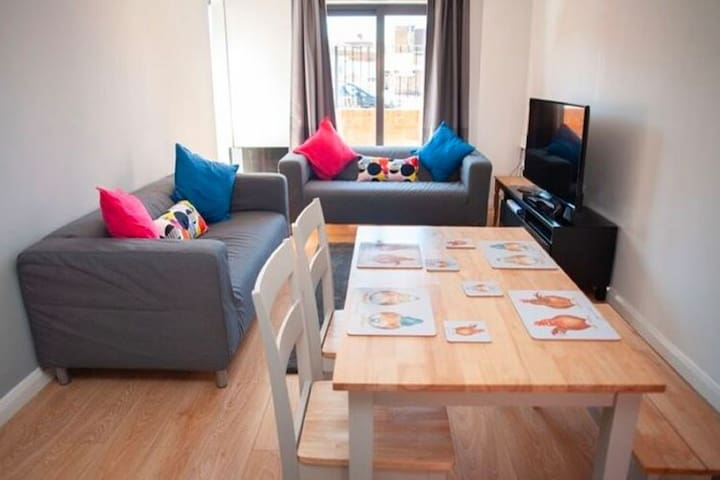 Cosy Holiday Home in Gloucester near Museum and Cathedral