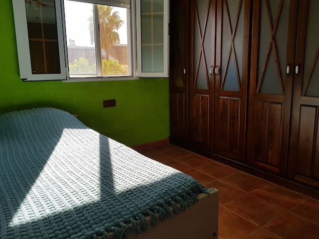 Room Torremolinos - Habitación Torremolinos