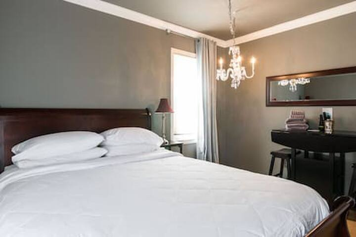 Birmingham: Hotel-like Bedroom