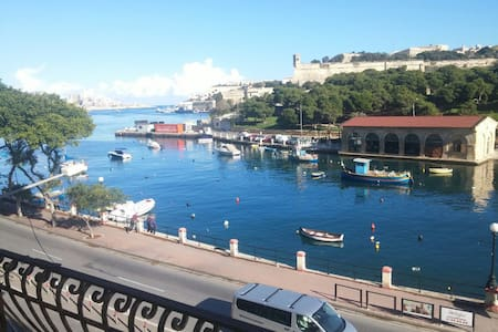 WIFI, View, 1 double bed. Sea under the balcony - Tal-Pietà - Wohnung