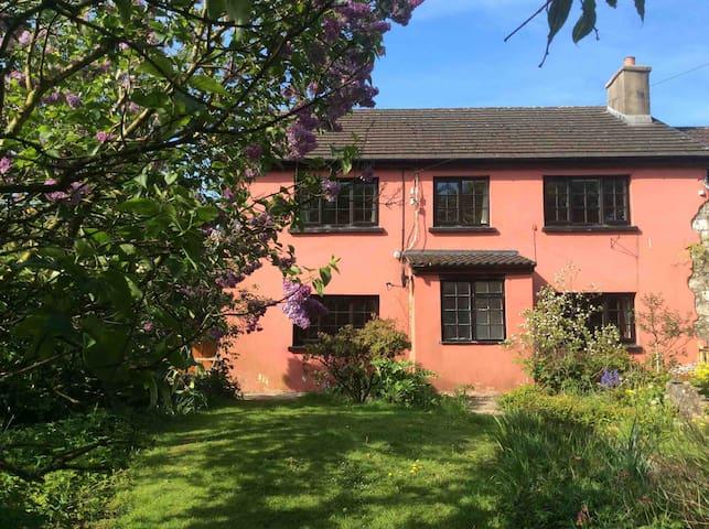 Glanddu, Broad Oak, peaceful Farmhouse