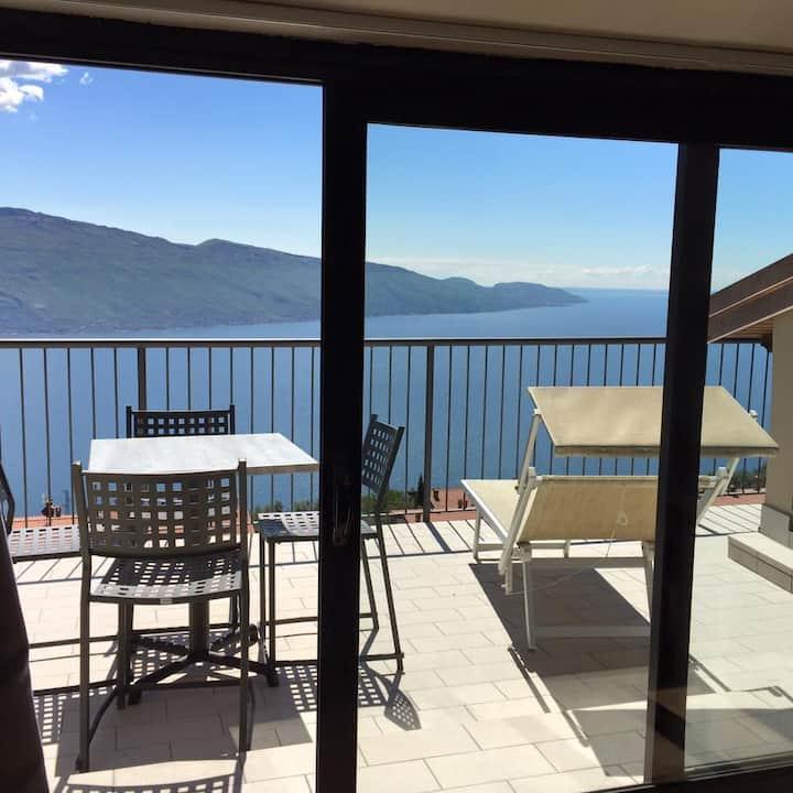 Appartamenti Al Terrazzo - Mansarda vista lago
