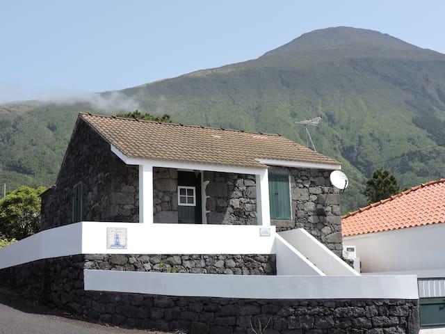 """Moradia """"O Galeão"""", na Ilha do Pico - AÇORES"""