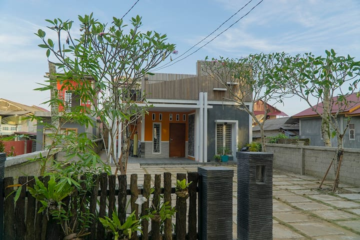 Oseda Nias Surf House in Sorake Beach Family Room