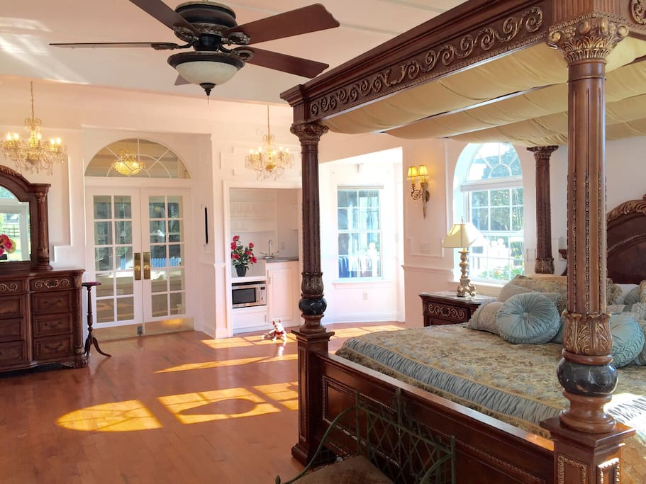 Private Master Bedroom w private bath & private side entrance, $99 per night, 7 night minimum stay, very comfortable king canopy bed, TV, wifi, Internet, kitchenette, use of main house common areas, laundry