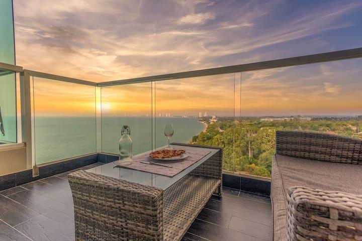 Luxury Beach Condo | Oceanfront Room w/ Netflix