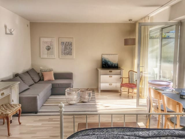 Cozy apartment with balcony in Bonn Endenich