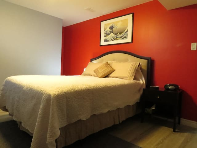 Bright, spacious basement suite in Port Hope home - Port Hope - House