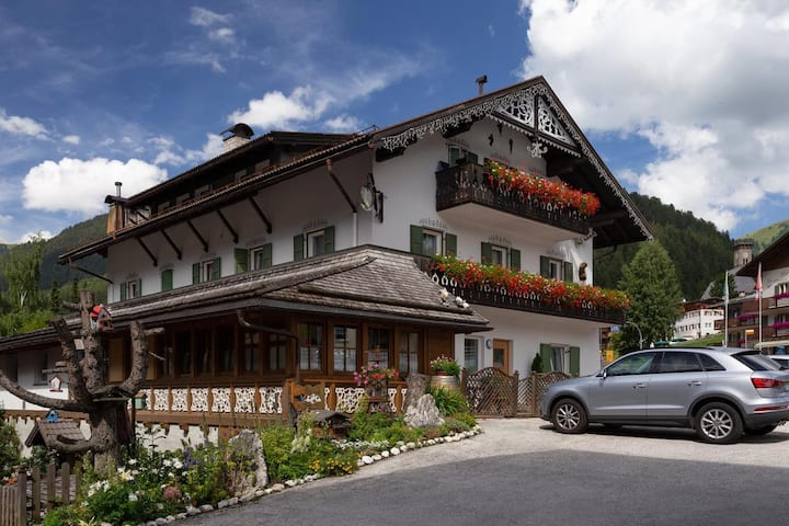 """Holiday Apartment """"Appartamento Neif de Sellaronda"""" with WiFi; Parking Available, Pets Allowed"""
