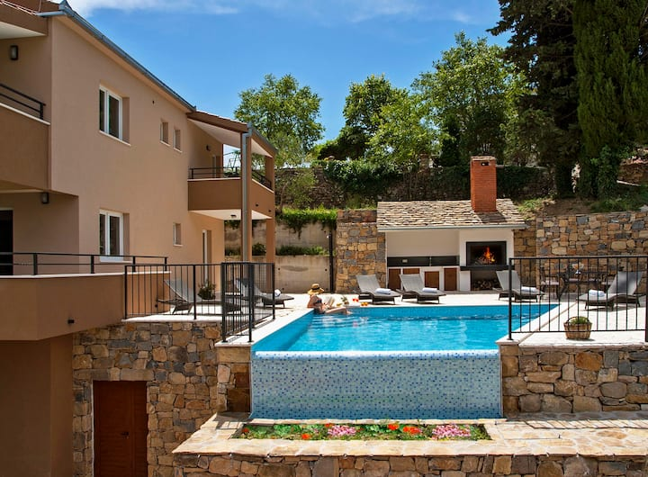 Villa-heated  pool,whirpool,sauna, isolated place