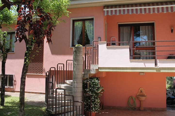 VILLA WITH INDOOR POOL AND GARDEN * - Desenzano del Garda - Villa