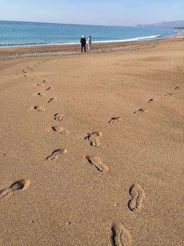 Vounaki Beach - Romantic walking across the sand and along the shore