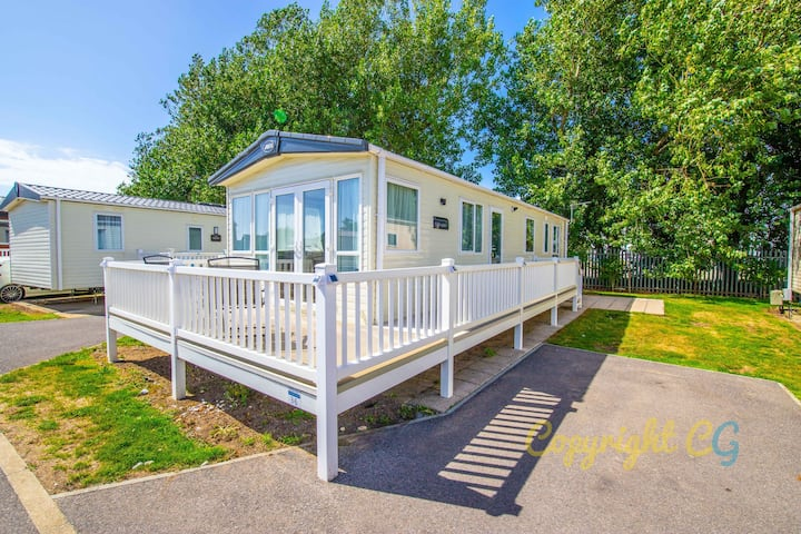 SBL36 - Camber Sands Holiday Park - Sleeps 6 - Private Parking - Quiet Location on the Park