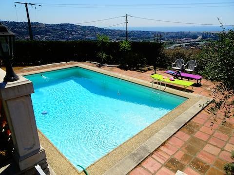 Grand Studio Saint-Laurent du var, piscine vue mer