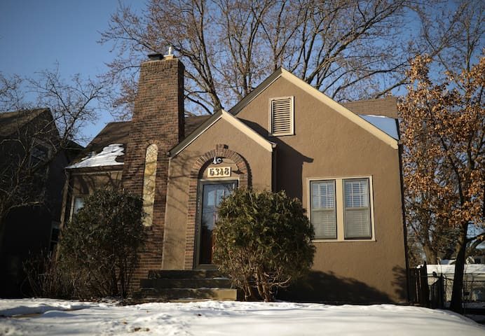 Charming 3 BR 2 BA near Lake Harriet