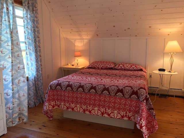 Master Bedroom - Queen Bed Water Views