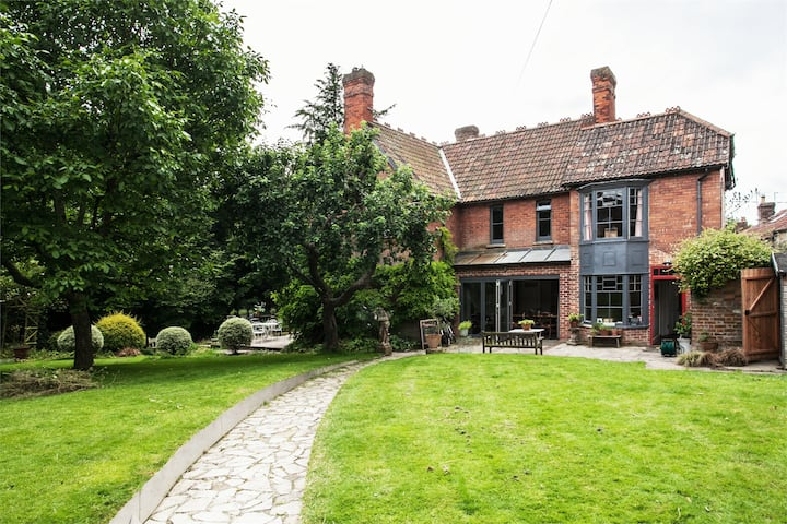 Large Arts & Crafts family house - 6 bedrooms.